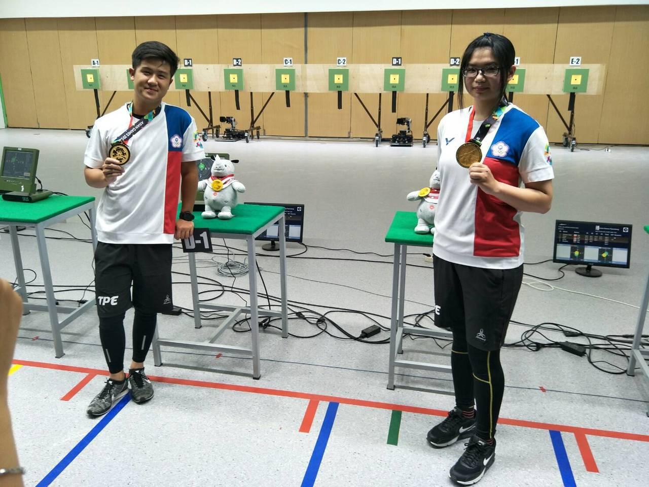 呂紹全(左)、林穎欣(右)奪得亞運10m空氣手槍金牌。 中華奧會提供