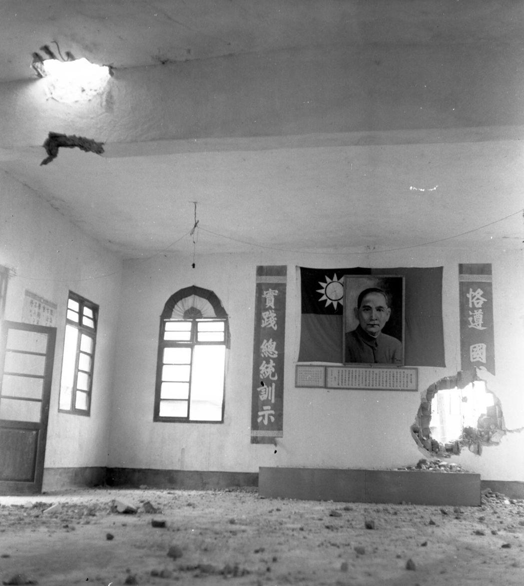 1958年8月23日,中共猛烈砲擊金門,2小時擊發4萬餘發砲彈,造成3名副司令殉...