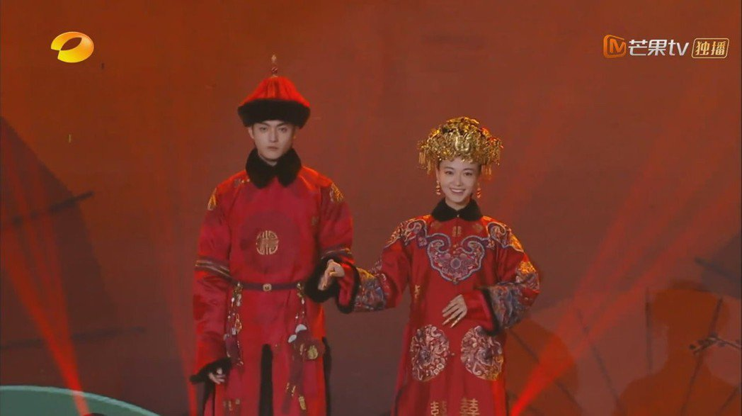魏瓔珞和傅恆穿大紅喜服圓夢。 圖/擷自Youtube