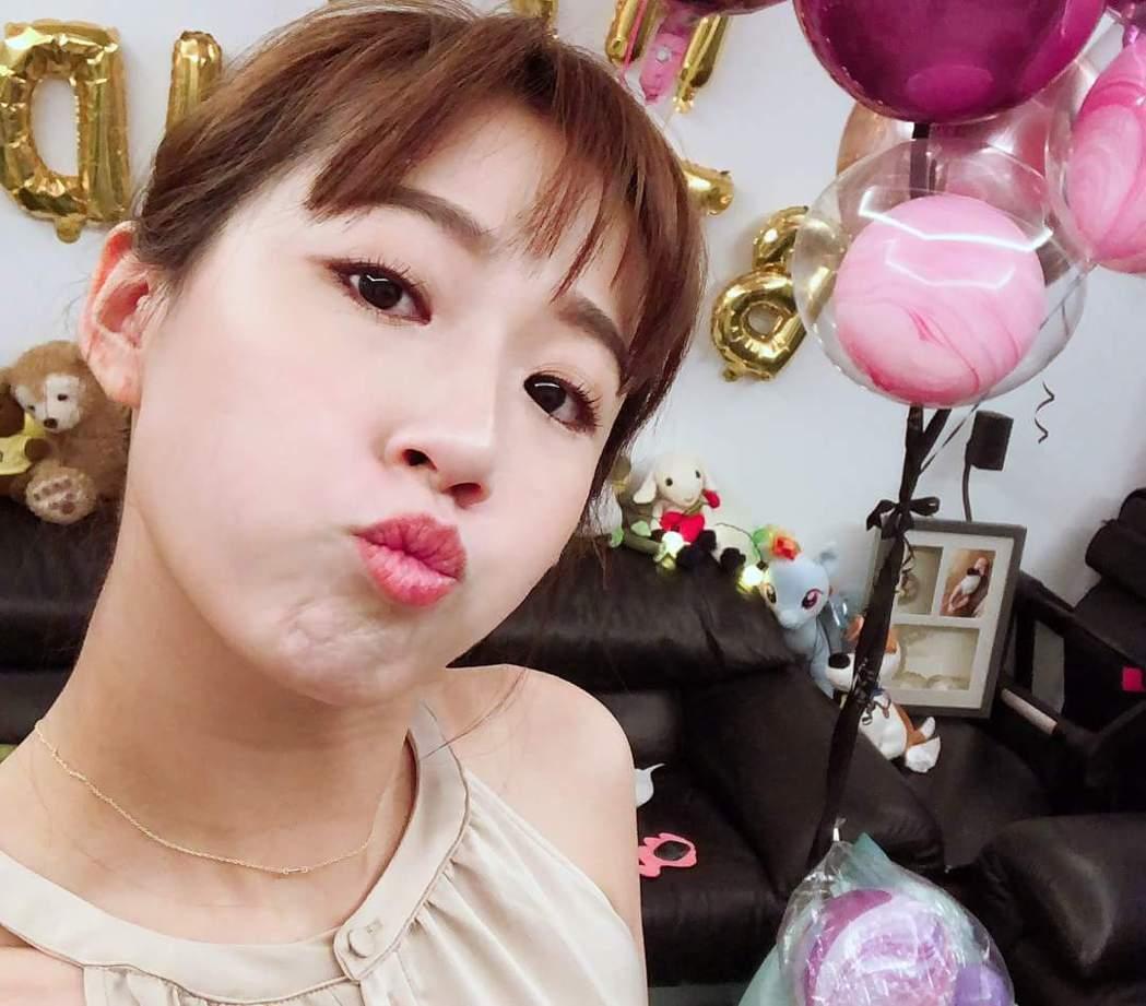 方志友幫女兒Mia過生日。圖/摘自臉書