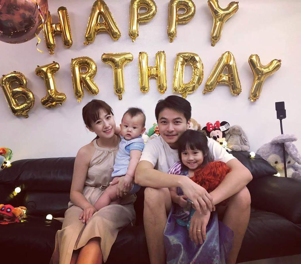方志友、楊銘威一家人幫Mia慶祝生日。圖/摘自臉書