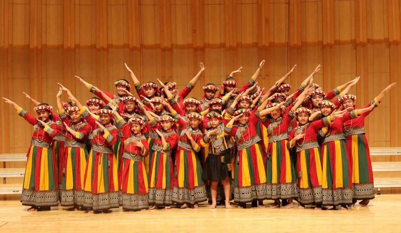 「山海琴原」也邀請屢在國際舞台為台灣爭光,被譽為「台灣最美歌聲」的屏東希望兒童合...