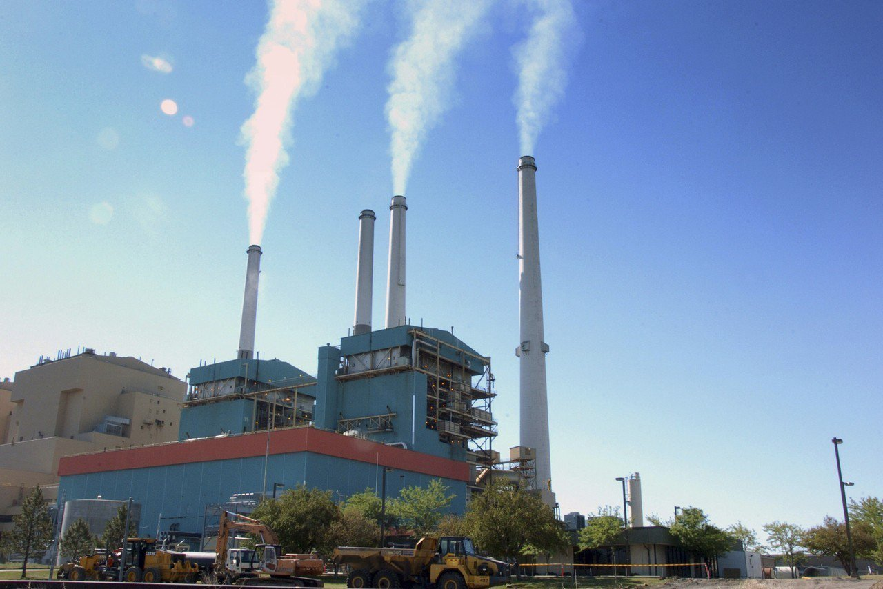 美國川普政府本周將提出有關燃煤電廠的新政策。圖為蒙大拿州科爾斯特里普市一座燃煤電...