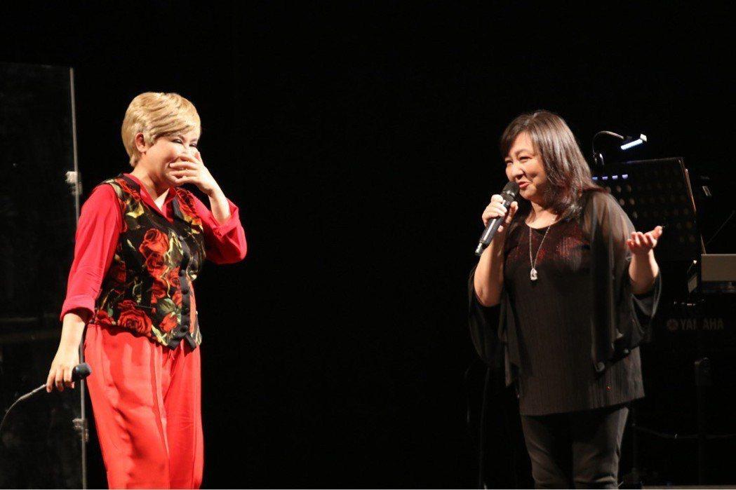 黃小琥(左)台中開唱,找來鄭怡當嘉賓。圖/星光娛樂提供