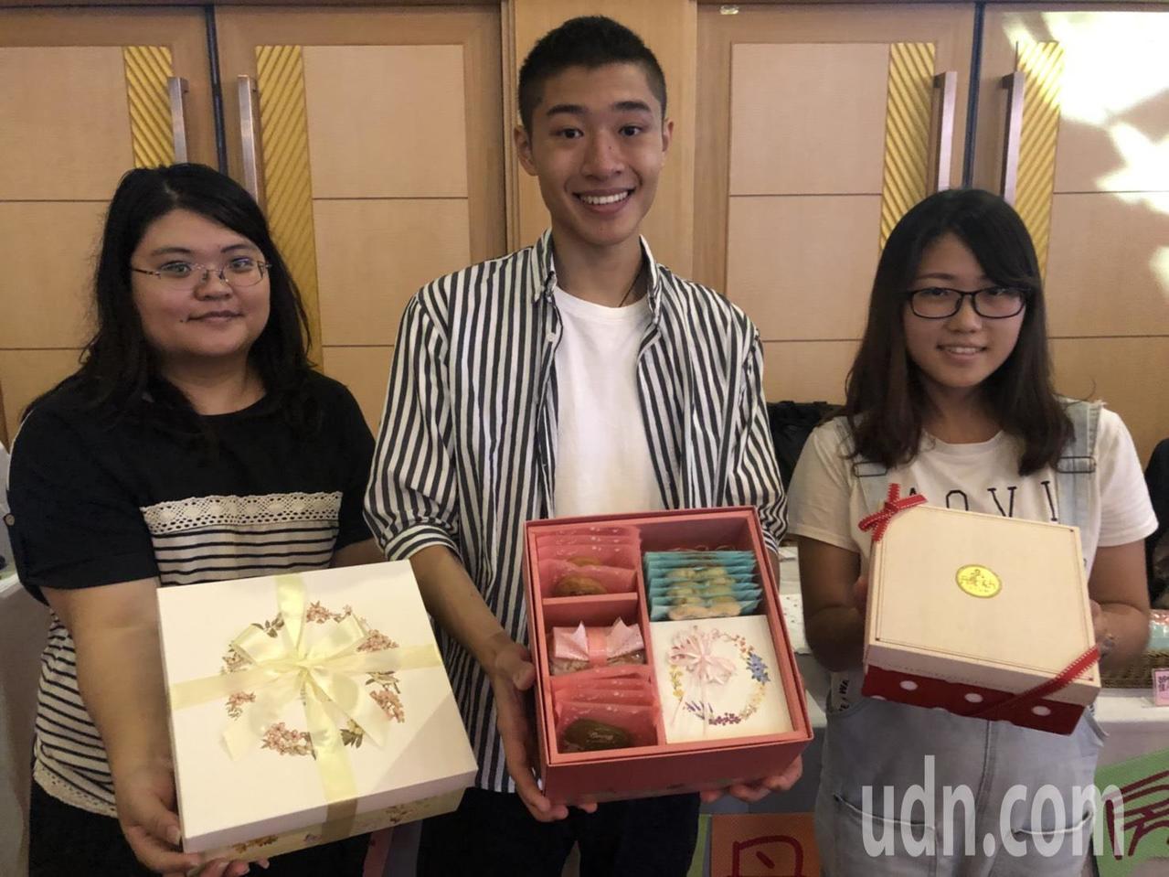 義市「丹露瑪丹」以製作手工餅乾出名,業者郭櫻鈺說,近年來食安議題受到矚目,手工餅...