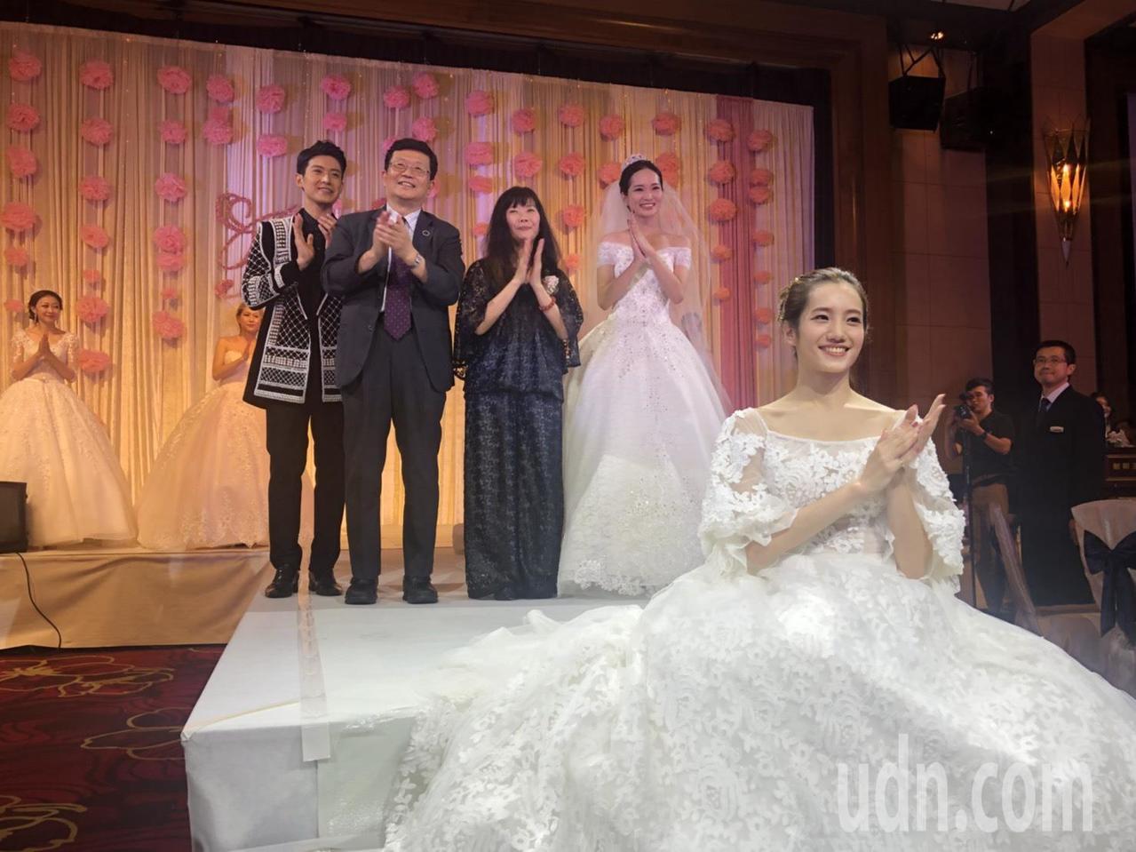 知名秀導吳亮儀策畫的婚紗秀結合法國台北、布蕾可絲兩家精品婚紗,一家走優雅奢華路線...