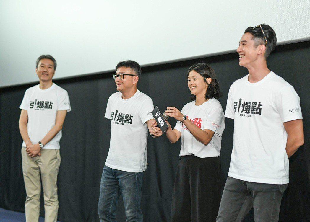 台中首映左起監製馬天宗、導演莊景燊、編劇王莉雯、吳慷仁。圖/闊世電影提供