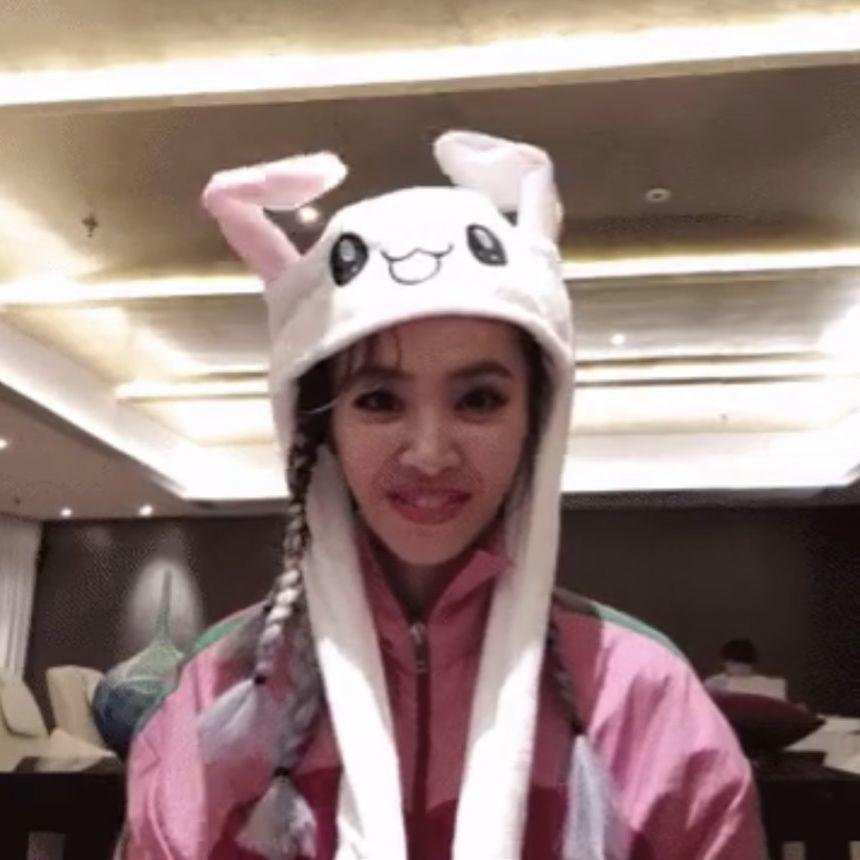蔡依林头戴兔子帽。 图/摘自微博