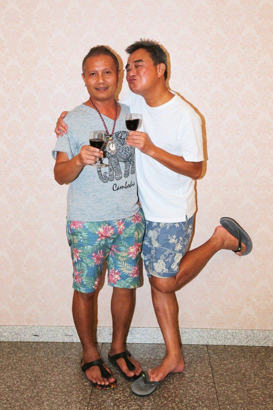 陳昇(右)和阿Van出席演唱會慶功宴。圖/宜辰整合行銷提供
