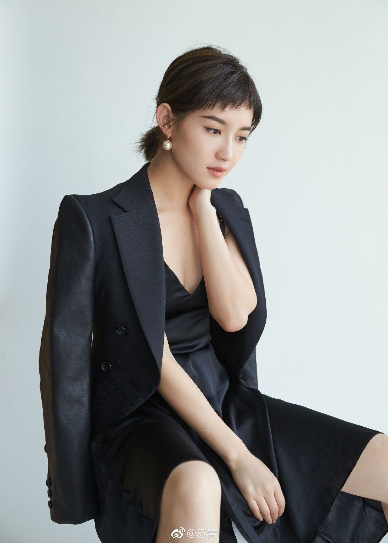 蘇青飾演「爾晴」成名,時裝造型的她擁有不同樣貌。圖/摘自微博