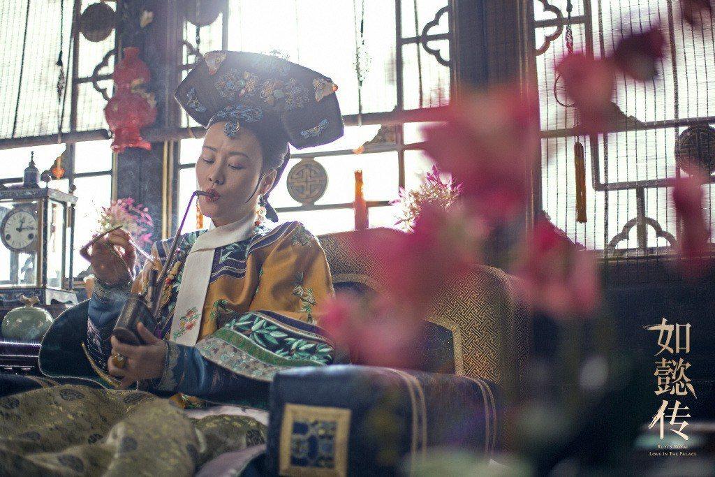 鄔君梅演出皇太后甄嬛。圖/摘自「如懿傳」官方微博