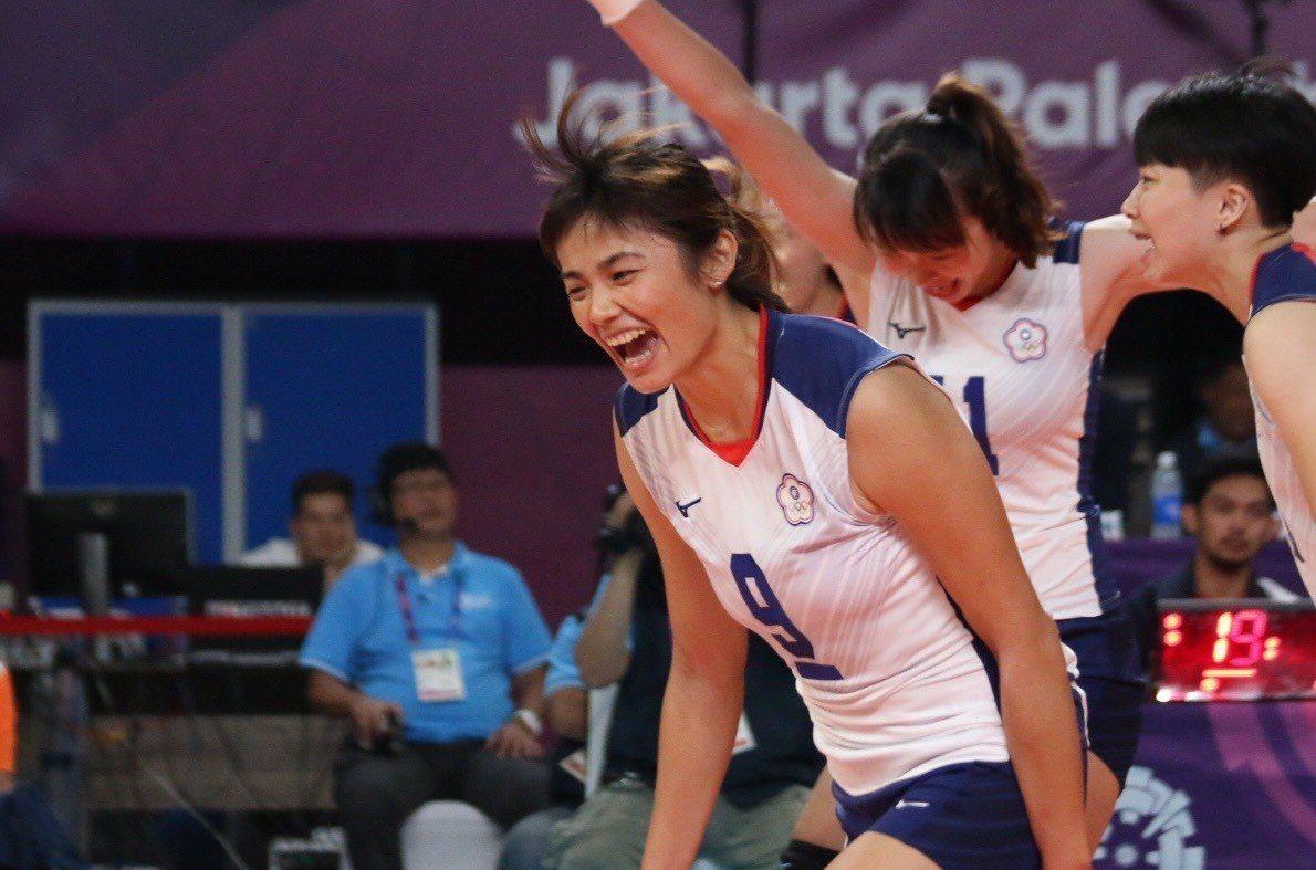 中華女排得分後,隊長張秝芸大聲歡呼。台體實習記者藍妍琦/雅加達攝影