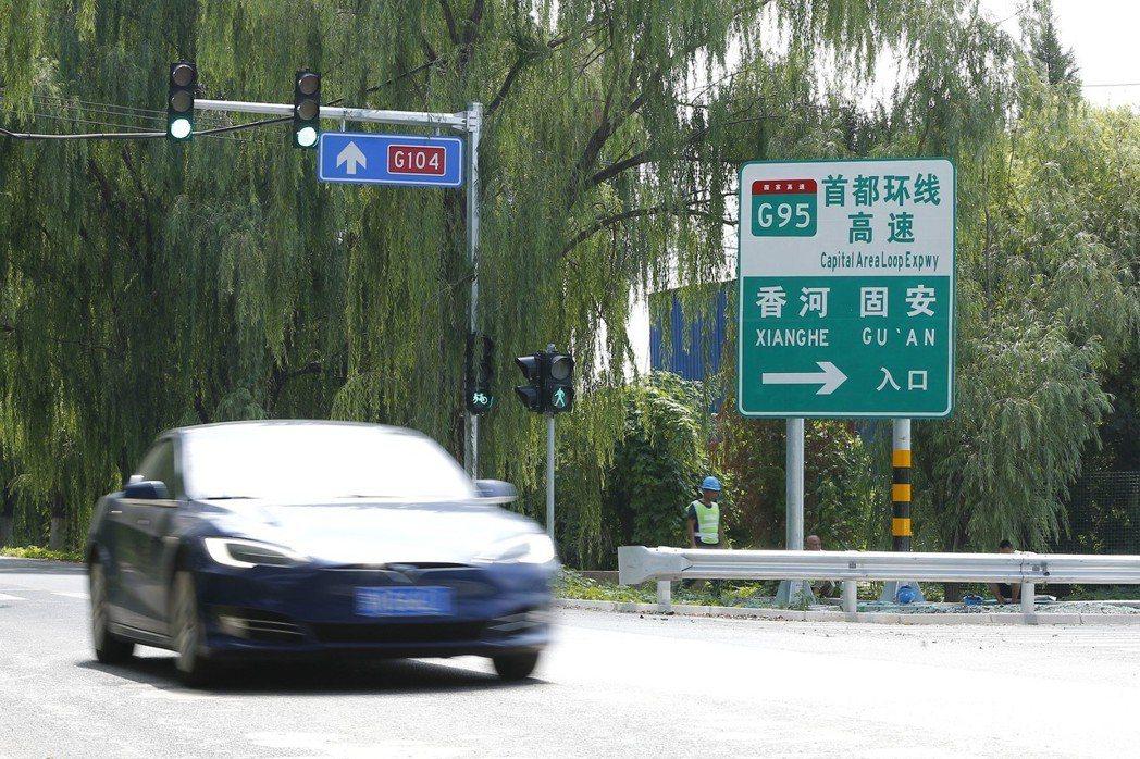 連接京津冀地區的首都地區環線高速公路(G95)最後一段—通州至大興段正式通車,意...