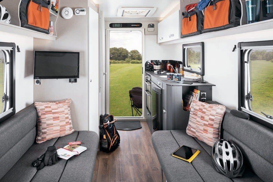 英國Swift集團的Basecamp,細緻的室內裝潢讓人驚豔,在露營車有限的室內...