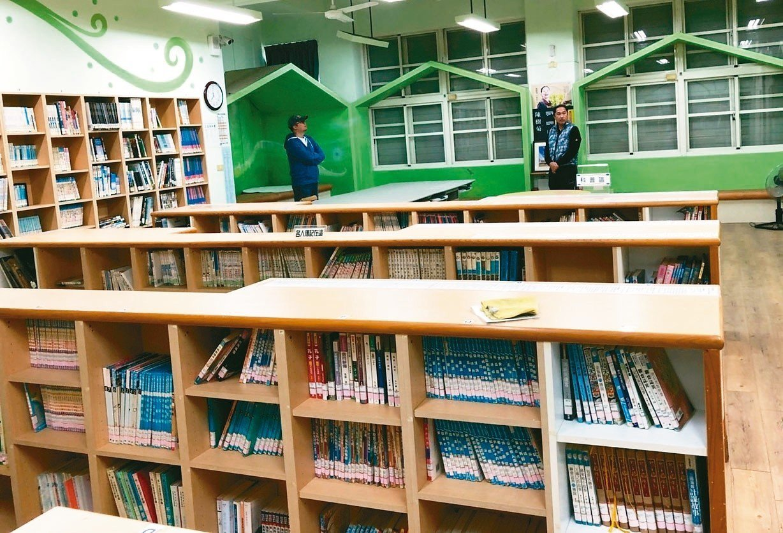 陳樹菊為母校仁愛國小蓋的圖書館二樓原本擺放許多書櫃。 圖/黃明展提供