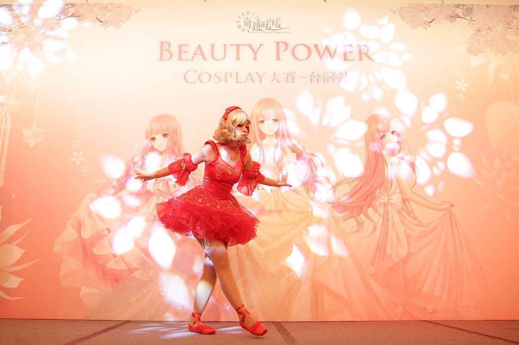 Coser左悠作品主題「紅舞鞋」,搭配精湛的芭蕾舞蹈表演。