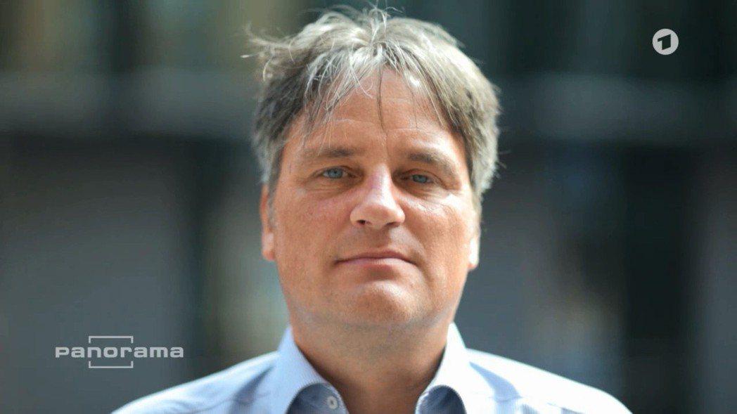 不服氣的魏德勒在經過長期考慮後,終於決定向北德電視台(NDR)的新聞調查團隊公開...