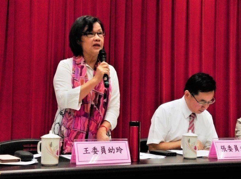 監察委員王幼玲(左)、張武修(右)20日舉辦「政府支持自閉症者情形」座談會。(p...