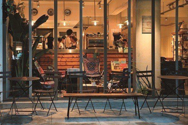 走進巷弄的文創小店或咖啡廳,常能收獲許多意外的驚喜。(攝影/林俊耀)