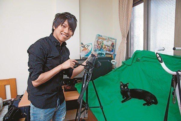 生活中總離不開遊戲、說書和貓,走路痛認為台北生活機能佳,且有方便的捷運,是一個相...