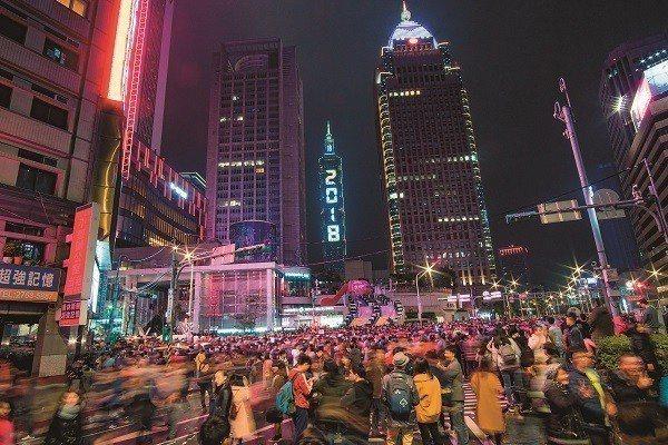 台北的夜生活有無限選擇,讓你的身心自由解放。(攝影/李威德)