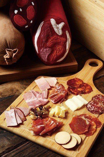 綜合RÒU拼盤599元/將店內現切之新鮮肉品,提供真空包裝後可外帶購回,建議從淡...