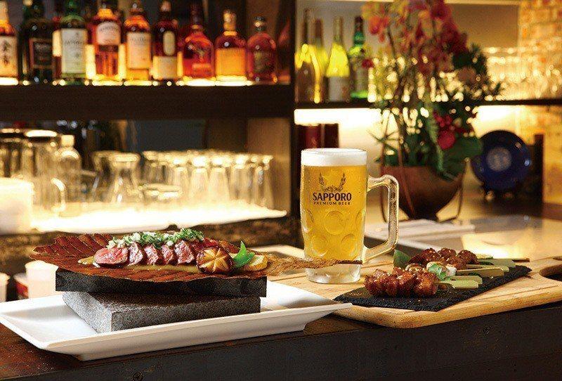 朴葉燒520元(左)/將腿上蓋肉置於朴葉燒上,可嚐到近江牛多層次口感。Beer(...