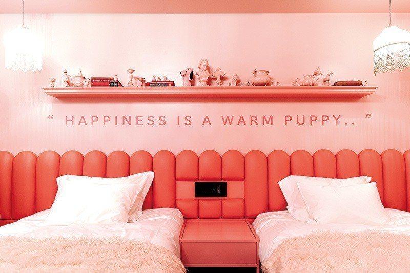 染上一片粉紅色的64號房代表了愛與幸福。