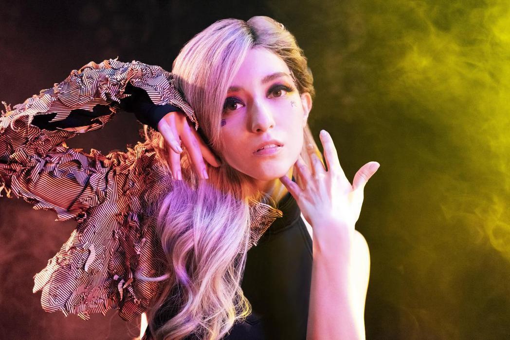 Lara推出新歌「千面獸」。圖/妹妹娃娃多媒體