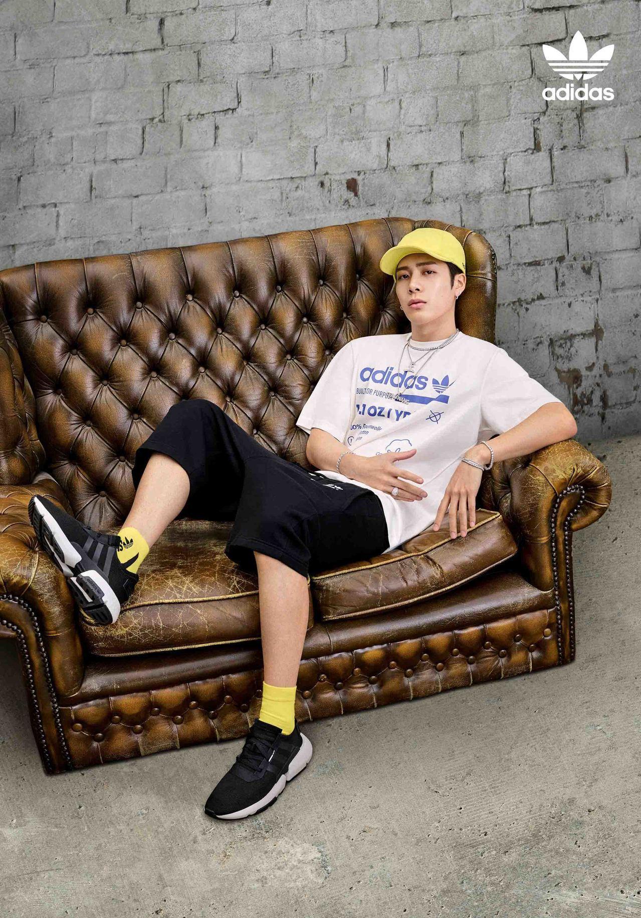 韩团成员王嘉尔演绎adidas Originals POD SYSTEM全新...