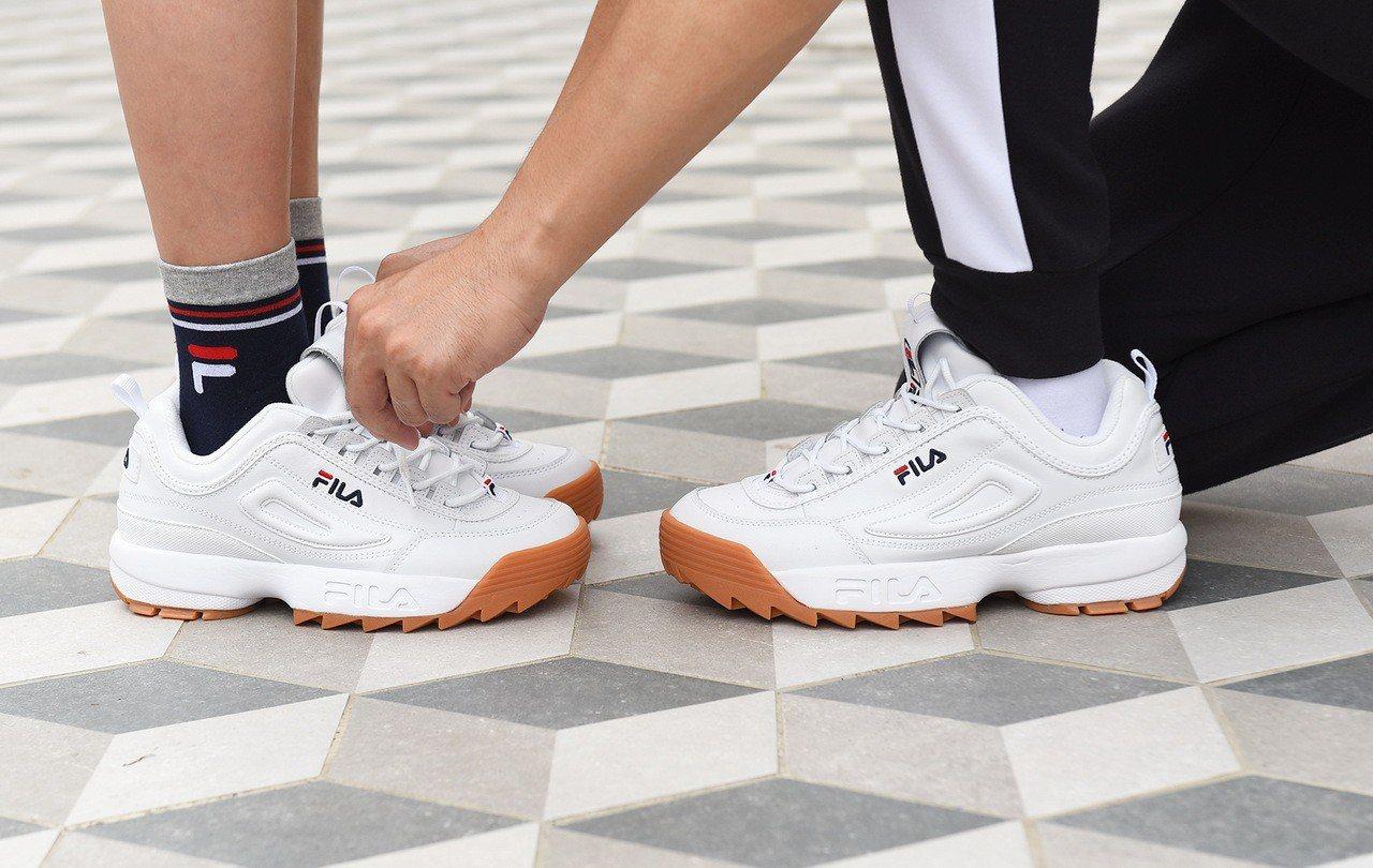 FILA DISRUPTOR 2焦糖底版本鋸齒鞋,2,480元。圖/FILA提供