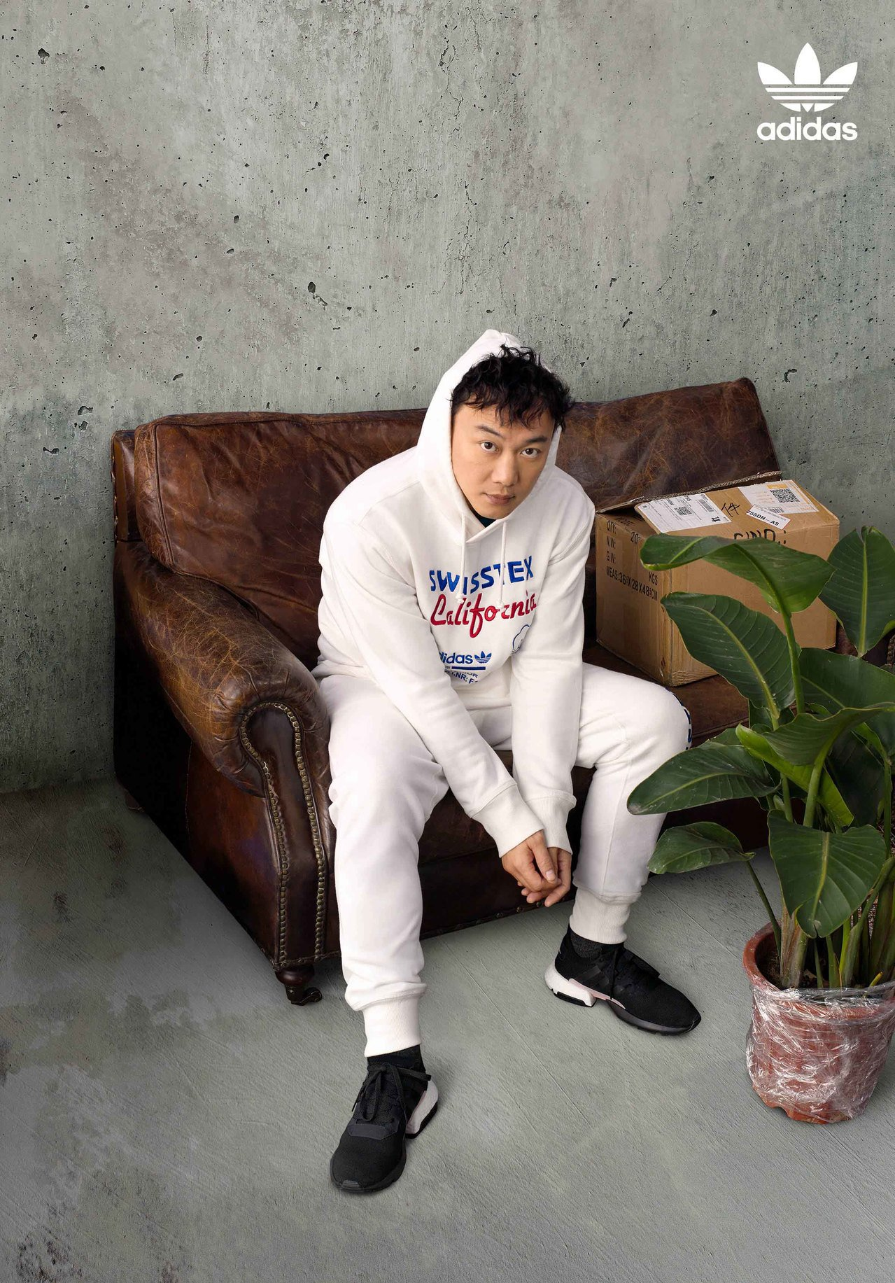 歌王陈奕迅诠释adidas Originals POD SYSTEM全新鞋款...