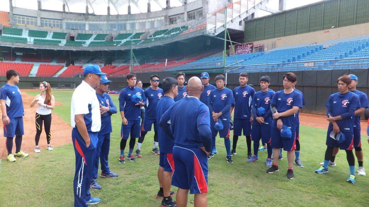 中華隊備戰雅加達亞運棒球賽,今天首次全員到齊練球。記者藍宗標/攝影