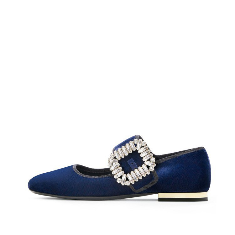 Roger Vivier水鑽扣飾瑪莉珍鞋,44,200元。圖/迪生提供