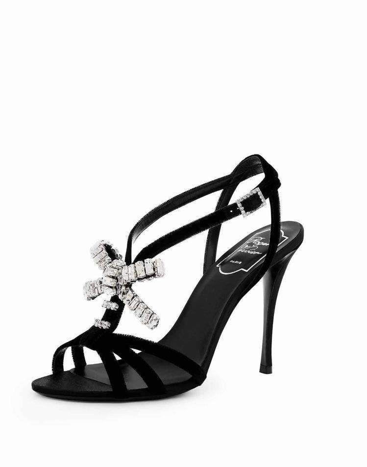 Roger Vivier水晶蝴蝶結裝飾高跟涼鞋,75,200元。圖/迪生提供