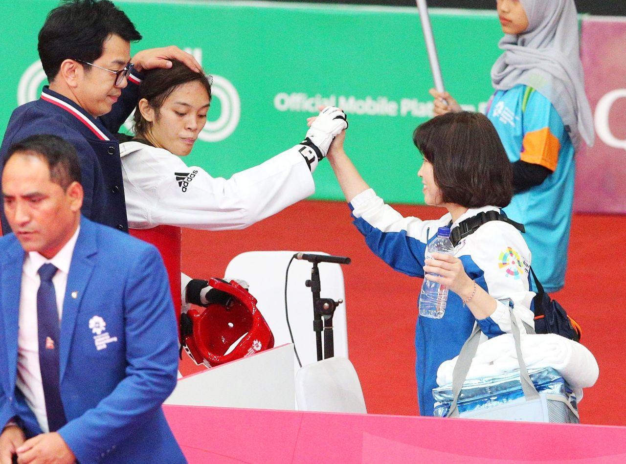 中華隊蘇柏亞在雅加達亞運女子53公斤級四強賽擊敗哈薩克對手,闖進決賽。特派記者陳...