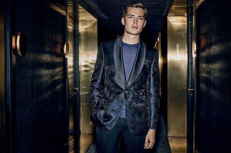Gieves & Hawkes透過氣派的NOBU酒店為背景,襯托出晚禮服系列一貫...