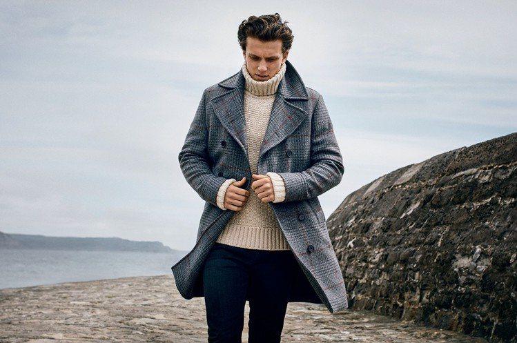 悠閒氛圍的Lyme Regis海岸The Cobb碼頭背景,讓Gieves & ...