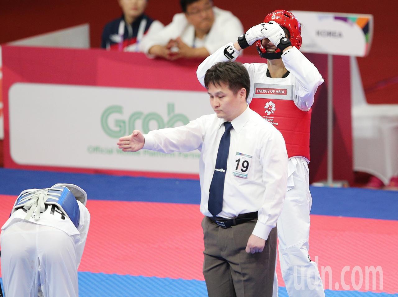 中華蘇柏亞(右)跆拳道53公斤級奪金,感動落淚。特派記者陳正興/雅加達攝影