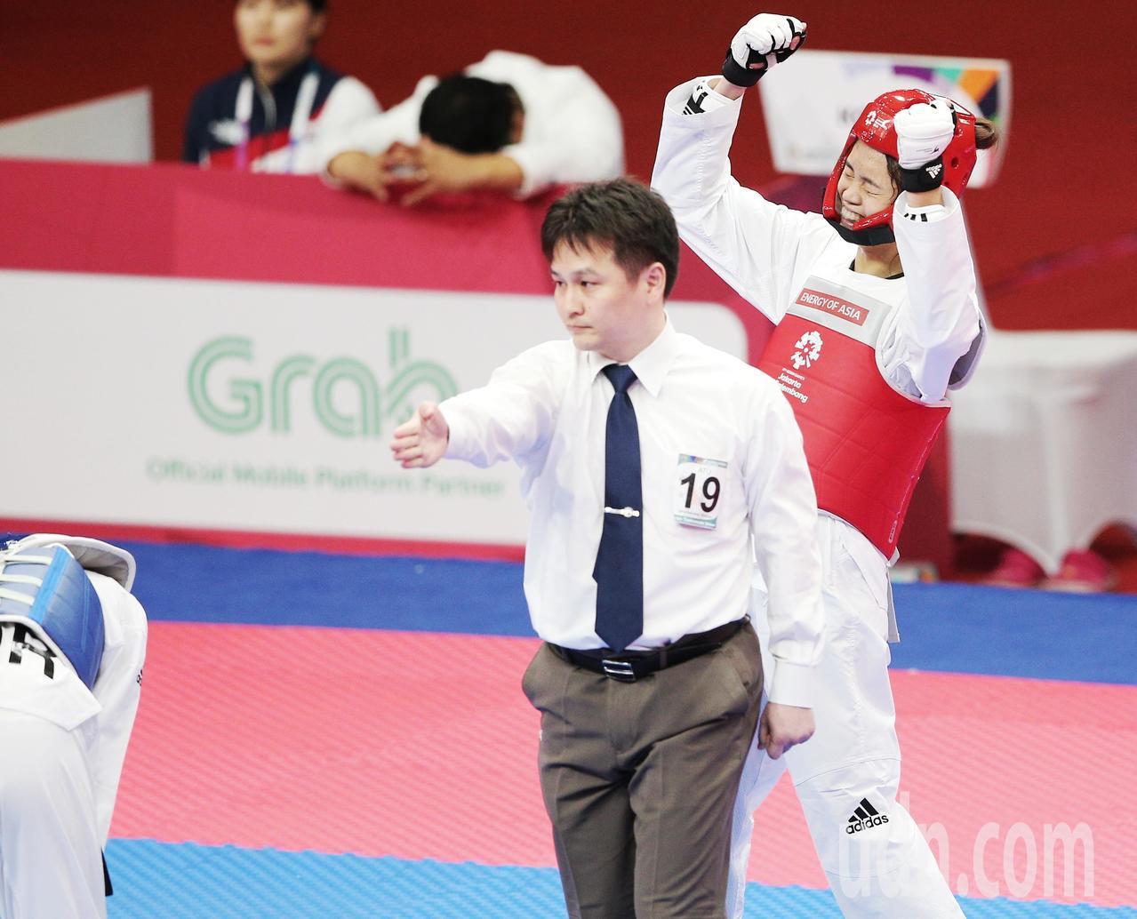 中華蘇柏亞(右)跆拳道53公斤級奪金,狂歡慶祝。特派記者陳正興/雅加達攝影