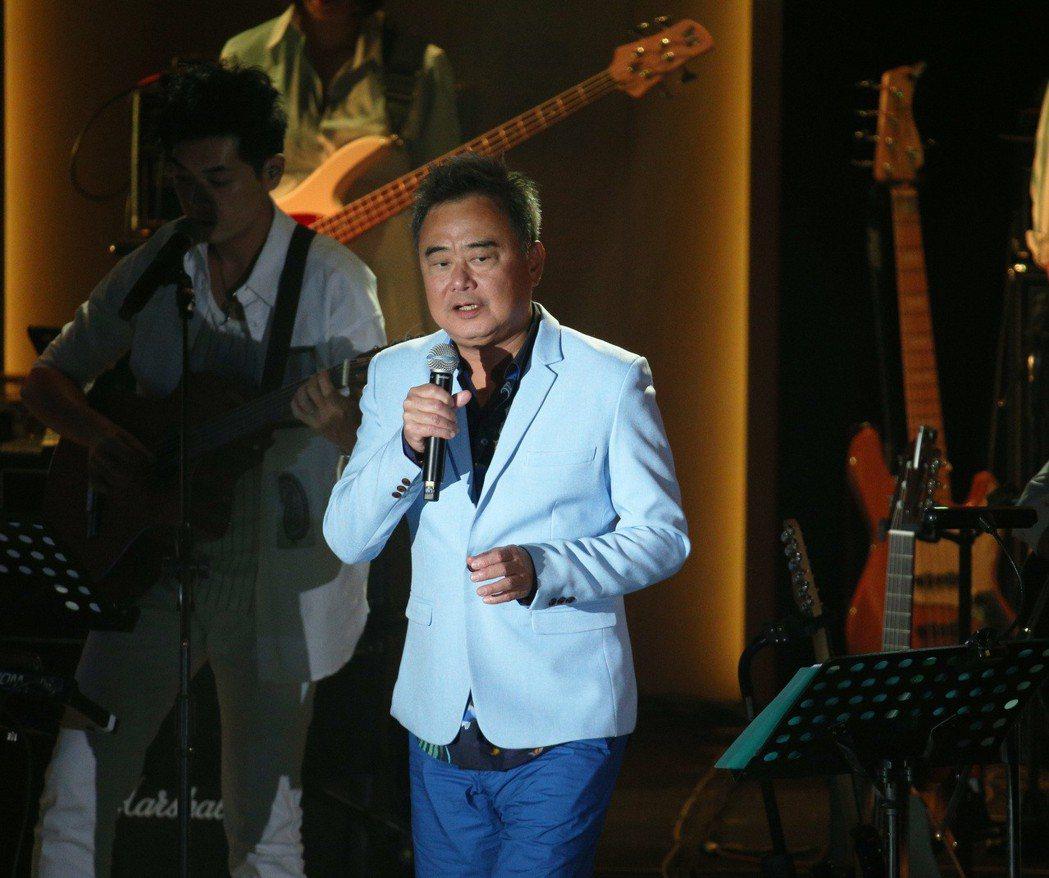 陳昇日前在高雄展開「華人公寓」演唱會。圖/聯合報系資料照