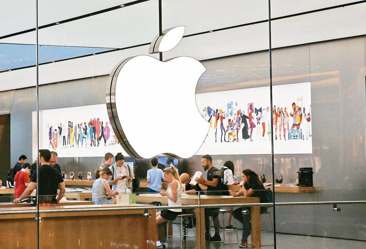 經濟部統計處昨天公布七月外銷訂單,再創歷年新高。圖為位於土耳其伊斯坦堡的蘋果專賣...
