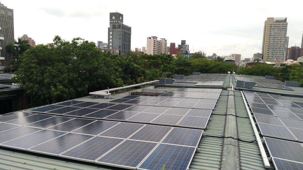 太陽能發電有不穩定的問題。 圖/聯合報系資料照片