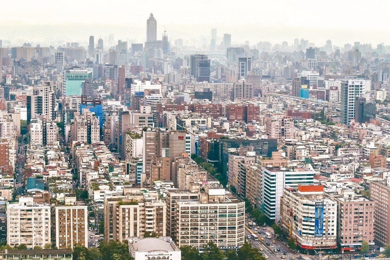 市調顯示,大台北近三年主要行政區房價大多明顯回修,唯一沒跌的,是樹林區。 圖/聯...