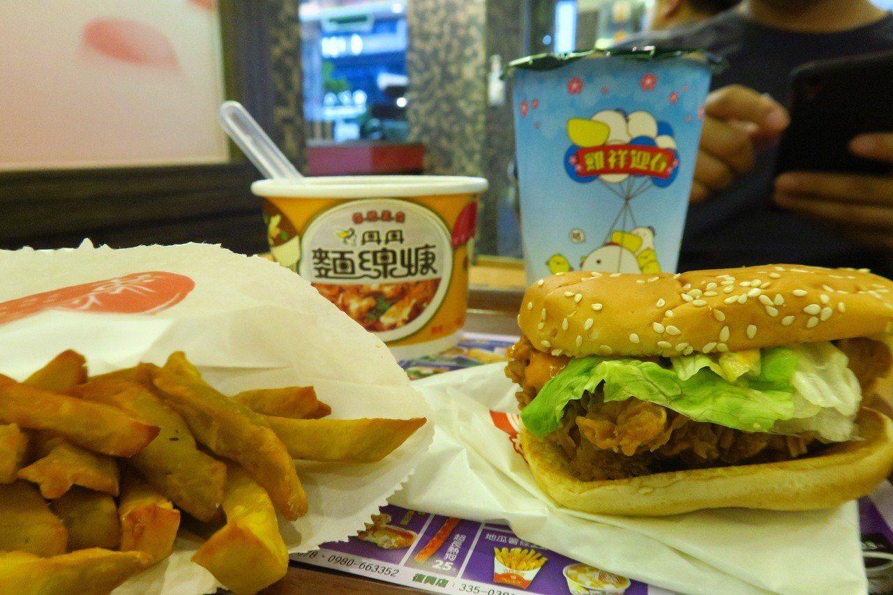 南台灣速食界扛霸子的丹丹漢堡,帶有南部傳統的甜口味,有些北部網友覺得吃不習慣。照...