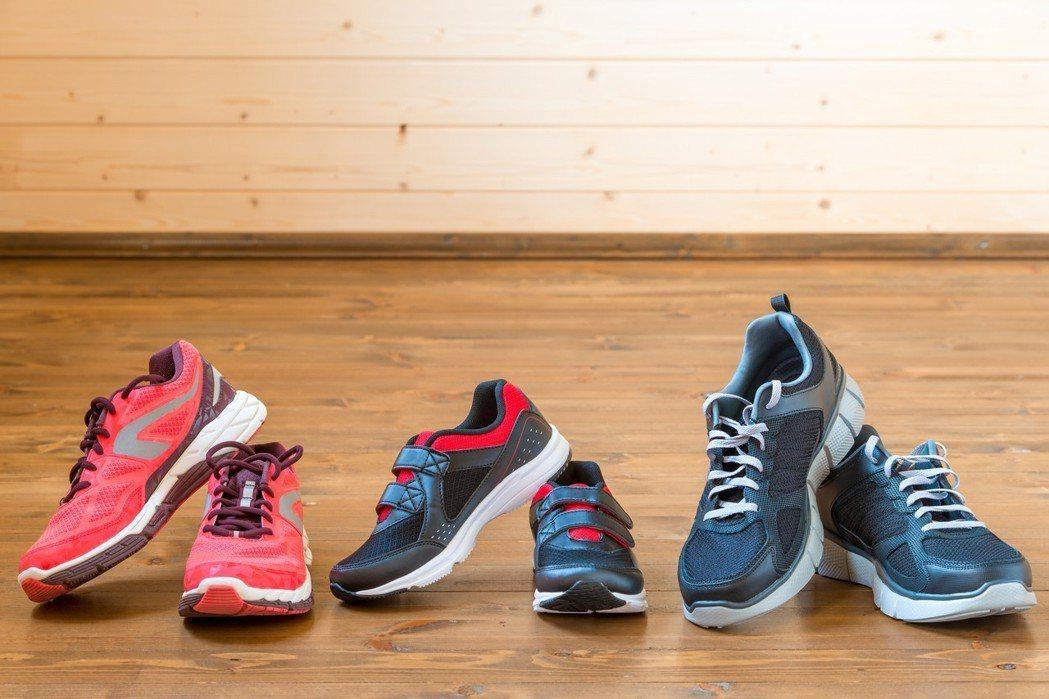 膝蓋痛,先換雙適合自己的鞋吧。圖/ingimage