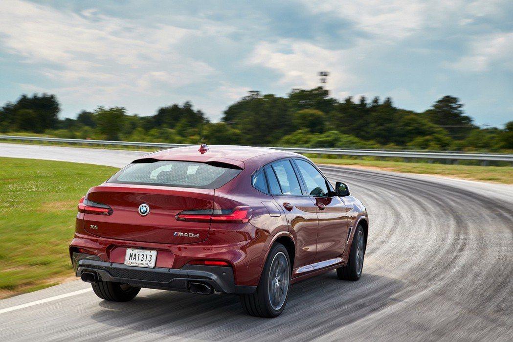 全新世代BMW X4具有流線且動感的車身設計,風阻係數最低可達0.30 (Cd)...