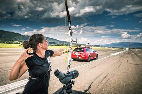 (影音) 飆速不稀罕 ŠKODA Octavia Combi RS 245凌空抓箭才厲害!