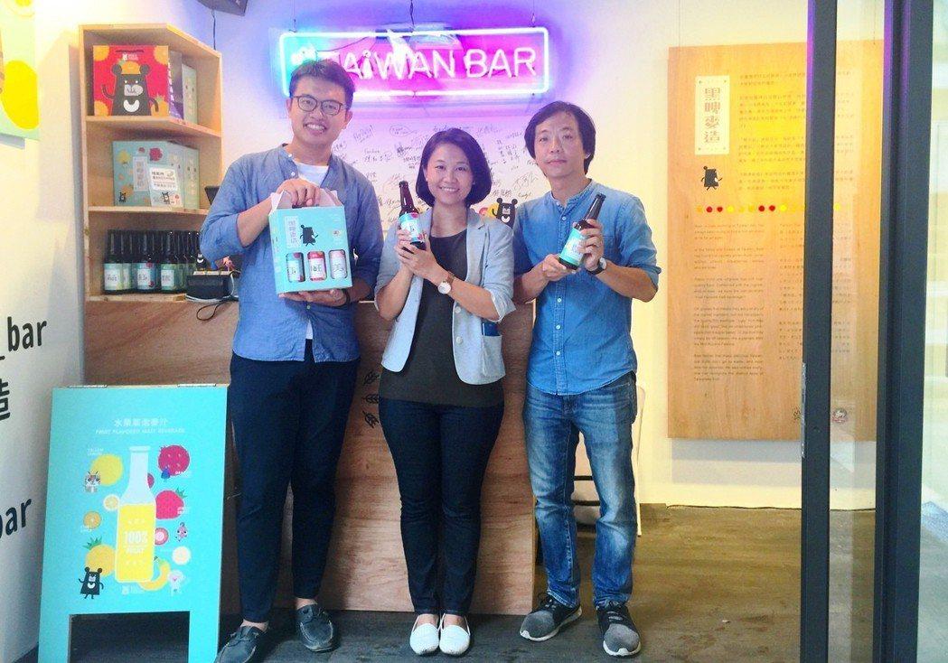 《臺灣吧》產品經理蕭仲鈞(最左)、《格外農品》兩位創辦人林雅文(中)與游子昂(最...
