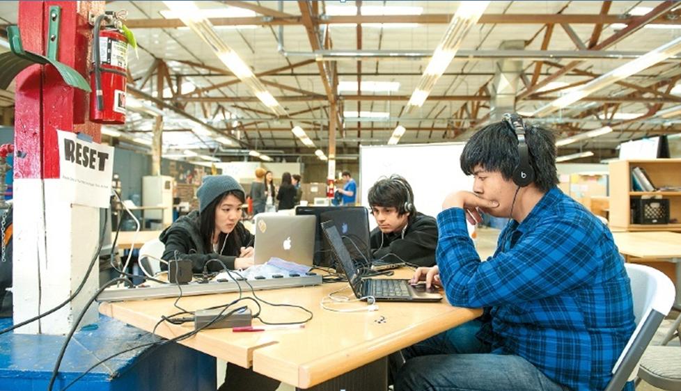 「設計科技高中」用設計思考的辦學理念,贏得矽谷學校基金的創校支持,後來又獲得科技...